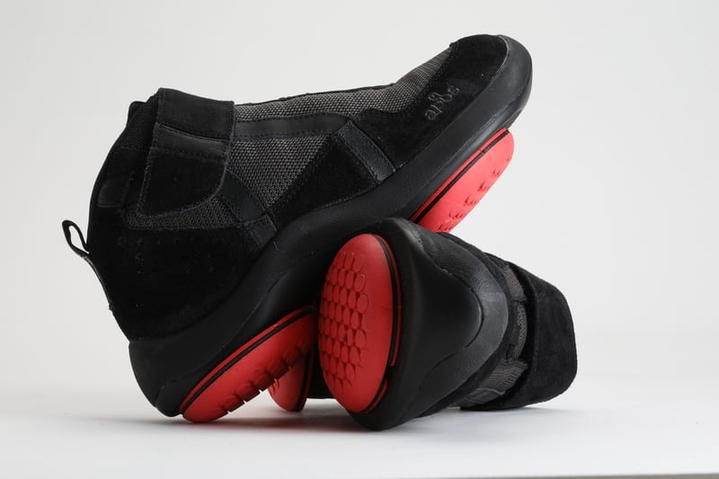 AposTherapy shoes for walking pattern correction